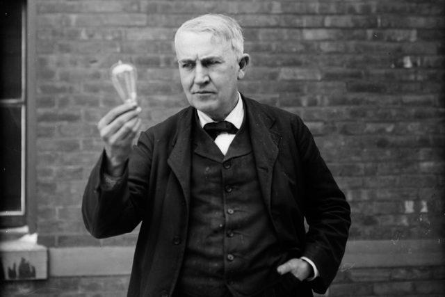 Лампа и Томас Эдисон