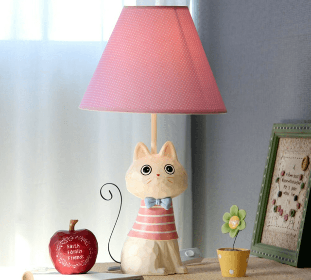 Настольная лампа в виде кошки